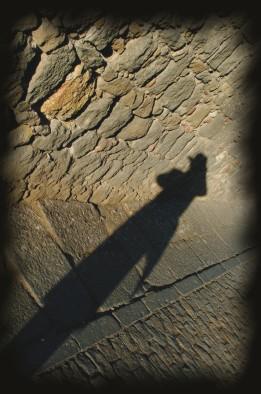 Foto de la sombra de un hombre con sombrero, de Josean de Miguel