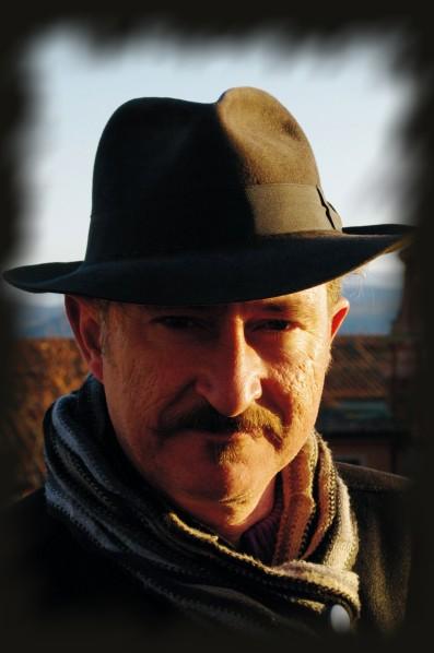 Retrato de Josean de Miguel con sombrero